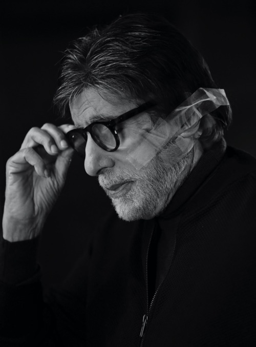 Amitabh Bachchan undergoes eye surgery, shares update and thanks fans