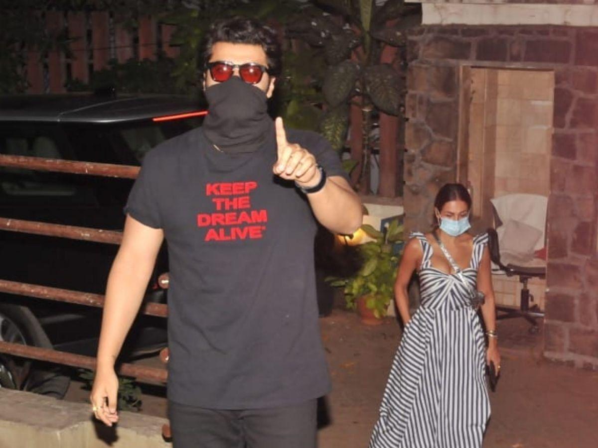 Watch: ArjunKapoorsnaps at paparazzo trying to climb Kareena Kapoors building
