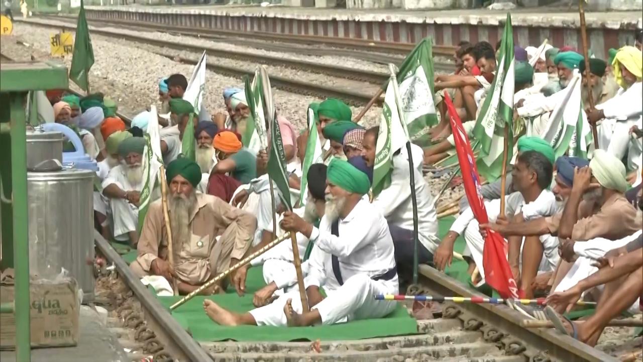 Road blockade, protest marches, market shutdowns mark Bharat Bandh, farmers call it a success